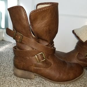 Sherpa lined boots size 9
